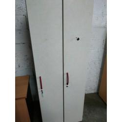 Vestiaire en bois à deux portes